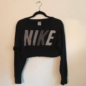 modern NIKE crop top sweater✨